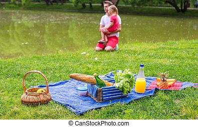 pique-niquer, parc, famille, heureux