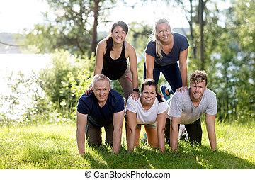 piramide, erboso, campo, umano, fare amici, felice
