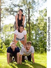 piramide, erboso, fiducioso, campo, umano, fare amici