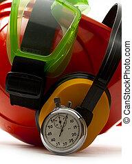 piros, biztonság sisak, noha, fülhallgató, védőszemüveg, és, stopperóra