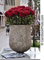 piros virág, alatt, egy, váza