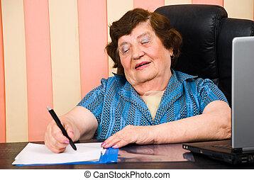 pisanie, kobieta, sędziwy, biuro, papiery