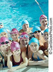 piscina, grupo, crianças, feliz