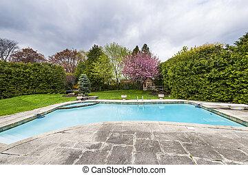 piscine arrière-cour