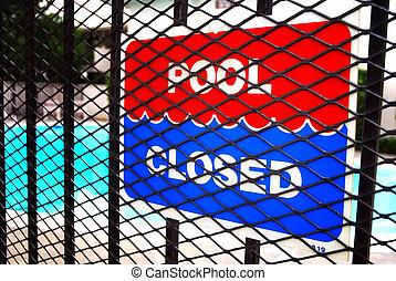 piscine, fermé