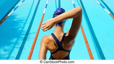 piscine, main, côté, femme, nageur, étirage, 4k