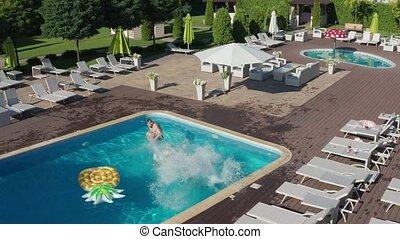 piscine, sauter, coup, multiracial, aérien, amis