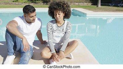 piscine, soleil, couple, jeune, délassant