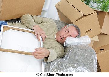 piso, colocar, entrega, cajas, cubierto, cartón, hombre