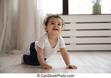 piso de madera, retrato, gatear, niña, norteamericano, lindo, africano, bebé