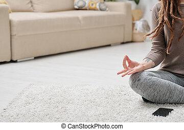 piso, postura, ataque, niña sentada, practicar, loto, yoga, ...