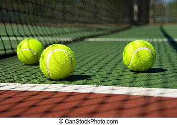 pista de tenis, pelotas