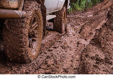 piste pneumatico, su, uno, fangoso, road.
