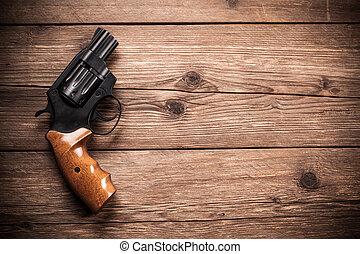 pistola, en, un, madera, plano de fondo