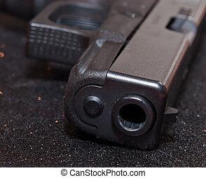 pistolet, arrière-plan noir
