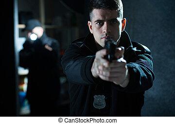 pistolet ręczny, dzierżawa, policjant