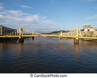 pittsburgh, ponts, daytime.