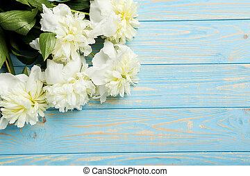pivoine, bouquet, table bois, fleurs blanches