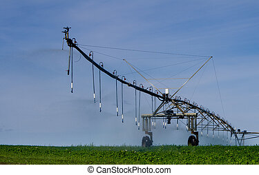 Pivot irrigation system supplies water to crops
