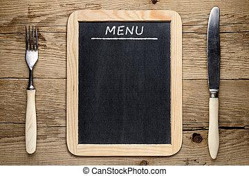 pizarra, menú, tenedor, y, cuchillo, en, viejo, de madera, plano de fondo