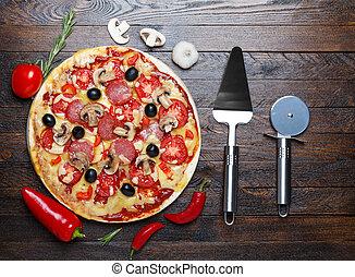 pizza, con, ingredienti, e, sollevatore, tagliatore