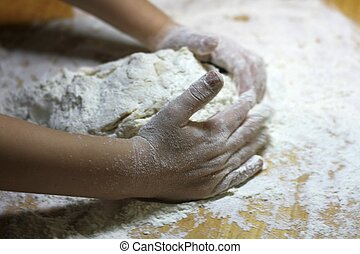 pizza, csecsemő, guba, ki, kevés, concept., főzés, kézi munka, tekercs, élelmiszer, flour., termékek, workshop., kézbesít, dough., fiú, fából való, gyúrás, gyermekek, pékség, asztal., egészséges