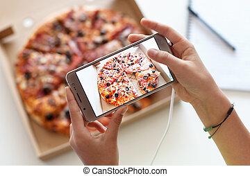pizza, elle, girl, prendre, -, boîte image, repas, mains, jeune