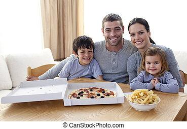 pizza, famiglia mangiando, frigge
