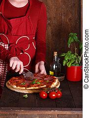 pizza pepperoni, fait maison, table, bois