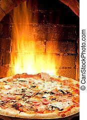 pizza prosciutto, fungo, e, fuoco, fiamme, in, forno