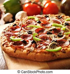 pizza suprema, toppings, salchichones, italiano