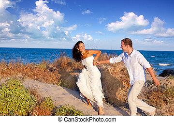pláž, dvojice, láska, běh
