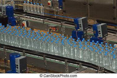plástico, garrafas água, ligado, transportador, e, água, bottling, máquina, indústria
