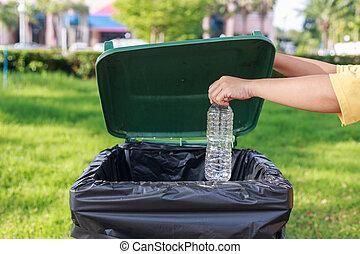 plástico, lanzamiento, mano, botella, basura, vacío