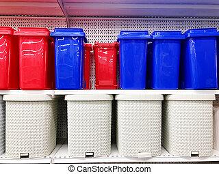 plástico, multicolored, desperdício, baldes, levantar, ligado, loja, prateleiras, sold.