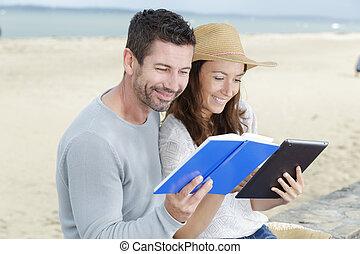plaża, deckchairs, dojrzała para, odprężając