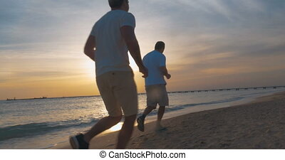plaża, jogging, wieczorny, zachód słońca, wzdłuż