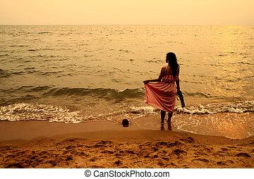 plaża, kobieta, zachód słońca, młody
