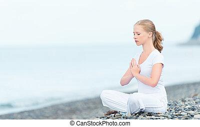 plaża, medytacja, kobieta, yoga, lotos