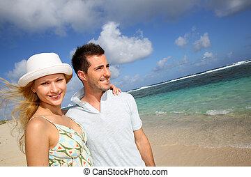 plaża, para piesza, młody, piaszczysty