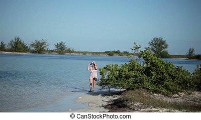 plaża, pieszy, kobieta, blondynka, młody
