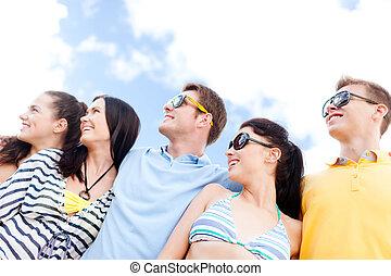 plaża, przyjaciele, grupa, tulenie, szczęśliwy