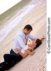 plaża, razem, kładąc, sexy, para, młody