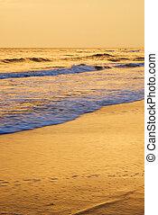 plaża, sunset., chlupocząc, fale