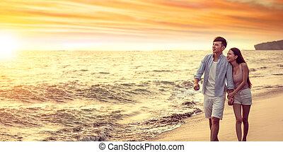 plaża, zachód słońca, asian, młoda para, pieszy