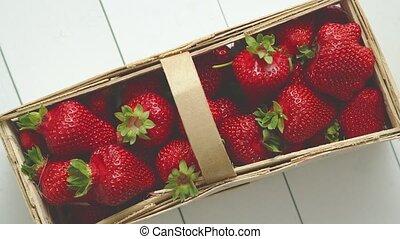 placé, frais, strawberries., récipient, table., rouges, bois...
