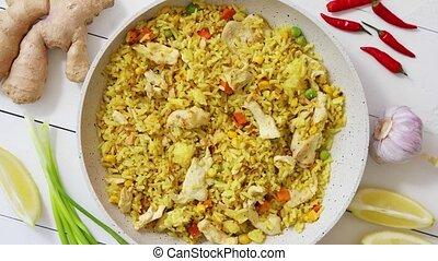 placé, pan., légumes, servi, délicieux, frit, riz blanc, table, poulet, bois