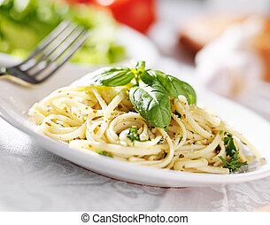 placa, salsa de espagueti, pesto, italiano