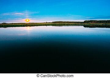placas madeira, cais, ligado, água tranqüila, de, lago, rio