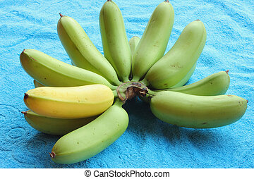 Place the bananas on a blue cloth